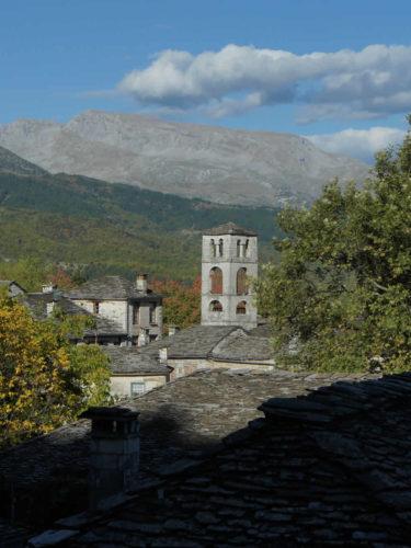Το καμπαναριό τής εκκλησίας στο Δίλοφο Ζαγορίου