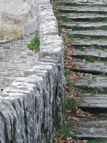 Πέτρινο γεφύρι στα Ζαγοροχώρια