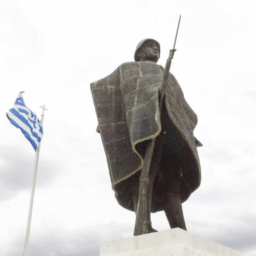 Άγαλμα τού πολεμιστή στρατιώτη τού '40, Καλπάκι, Ζαγόρι, Ιωάννινα